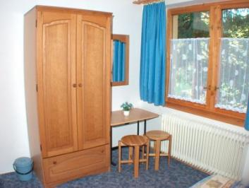 Blue bedroom: 2 beds